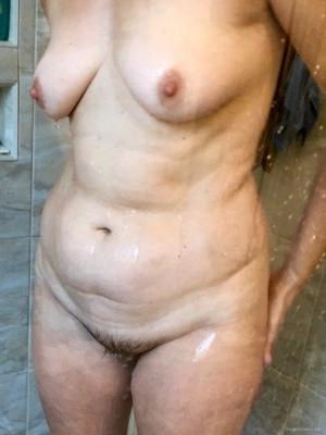 Lizzy Nude