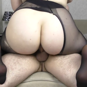 Wife with phat ass rides cock